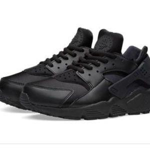 Nike women's Air Huarache Run Triple Black
